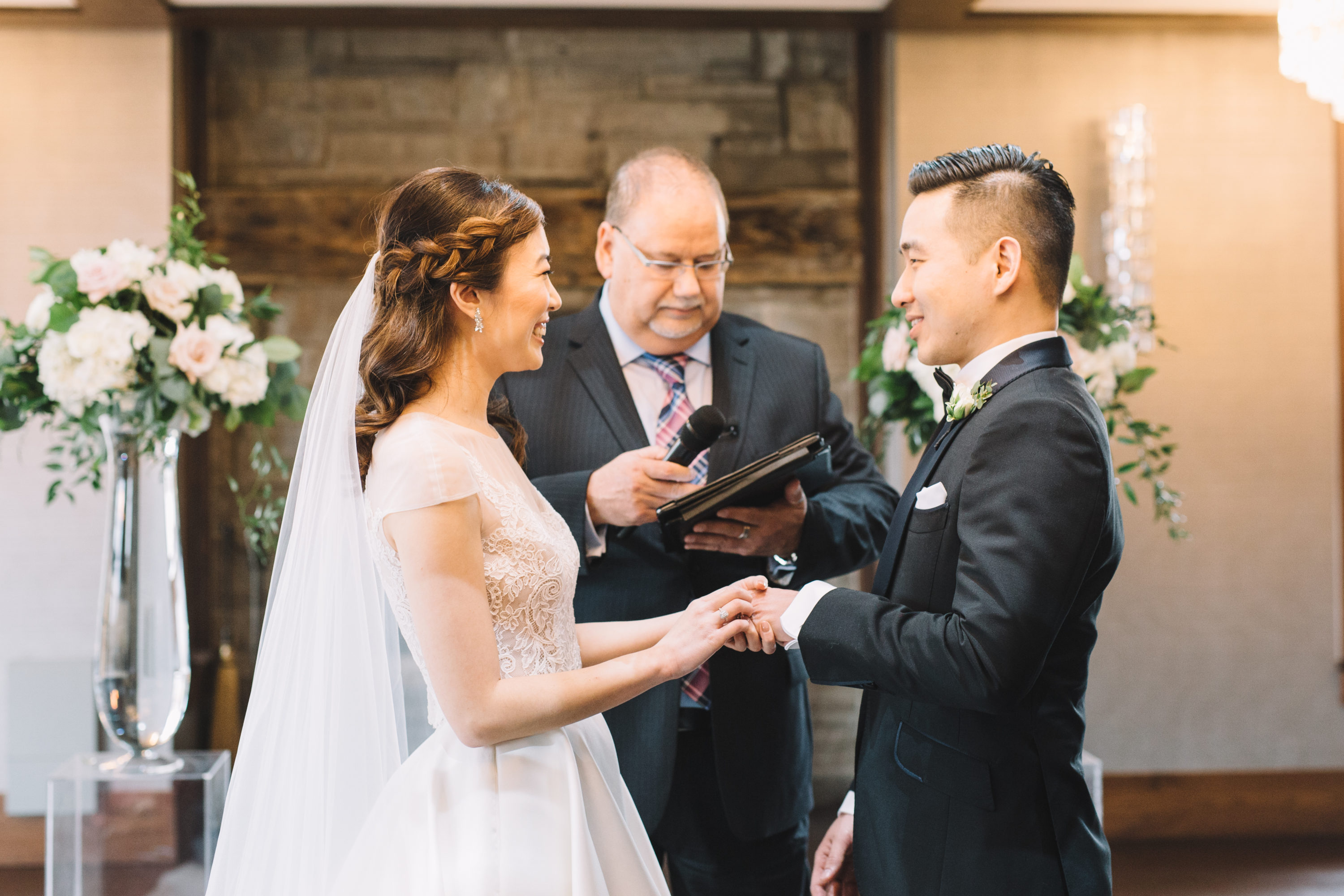 Exchange vows at Whistle Bear Golf Club