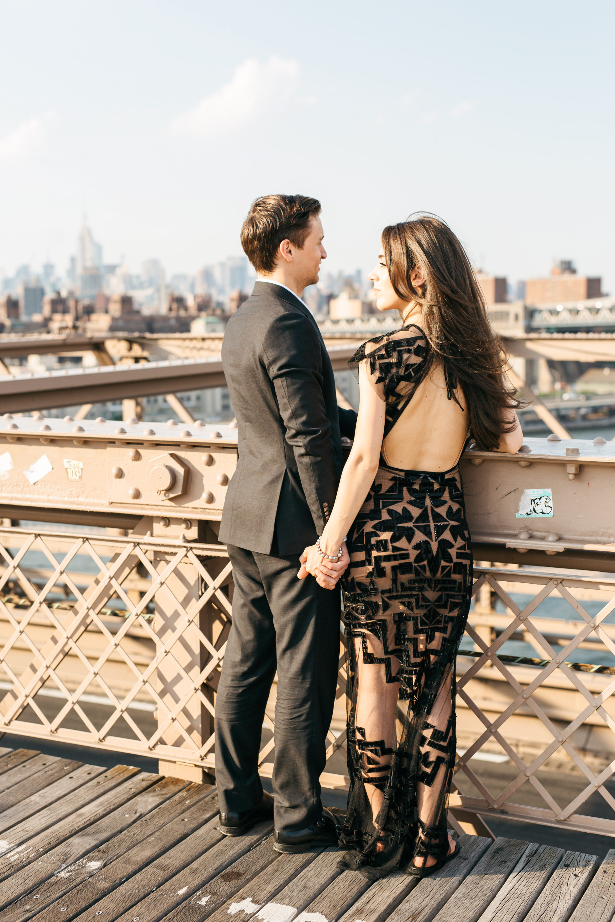 couple on brooklyn bridge