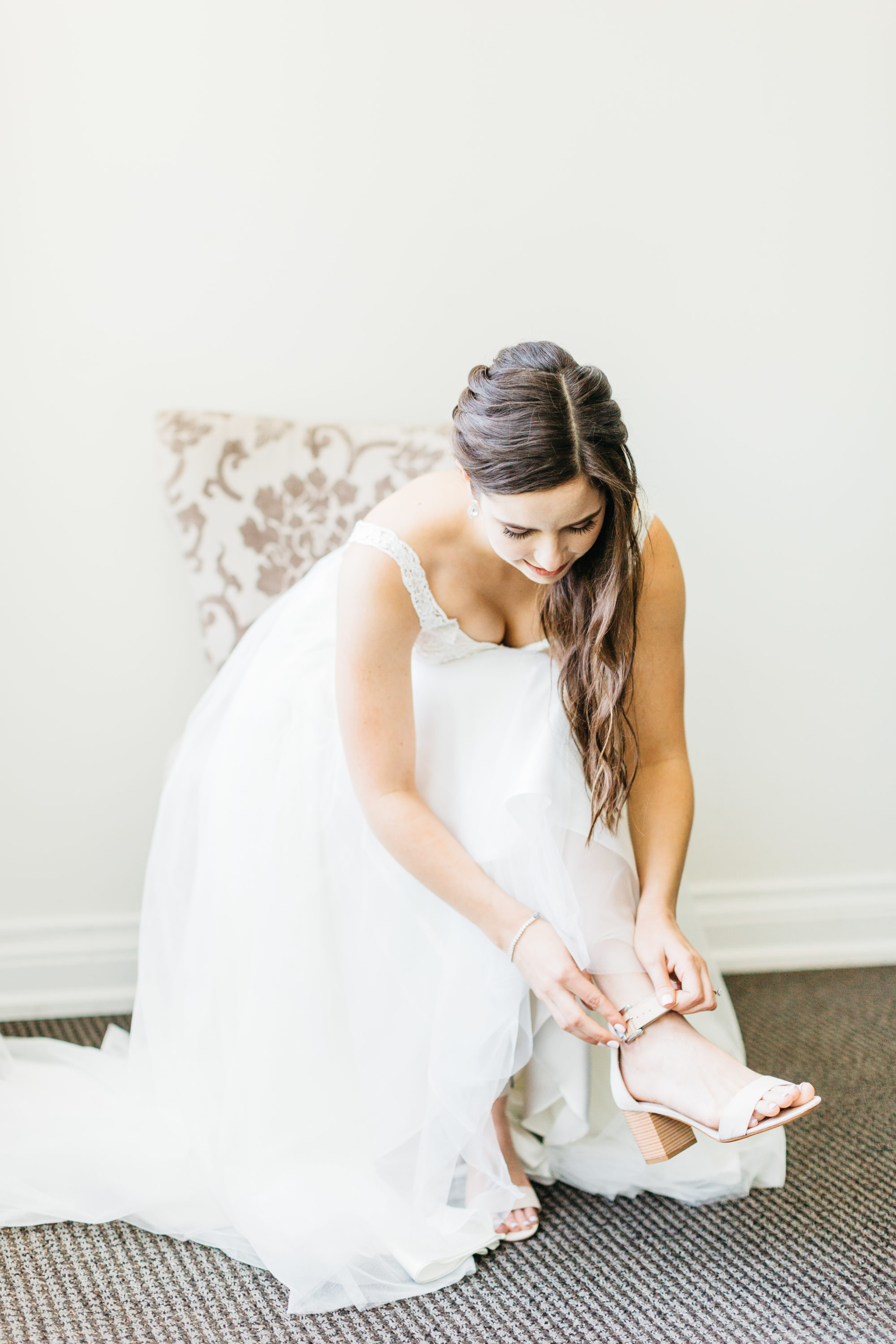 Bride putting on her shoes at at Harding Waterfront Estate