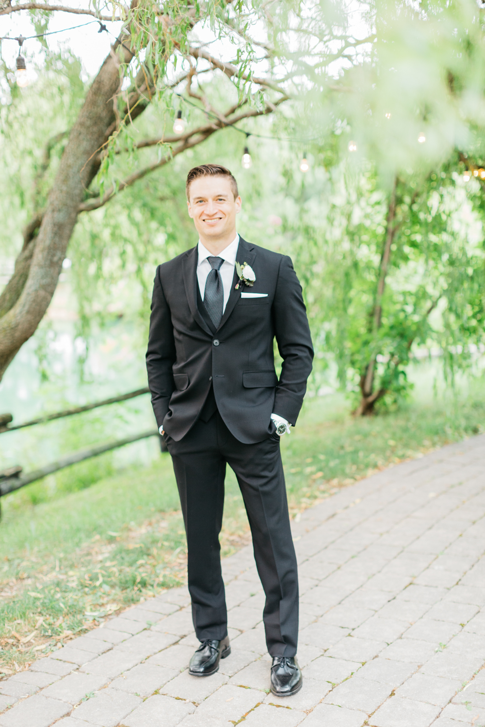 Groom portrait at Kurtz Orchard Vineyard
